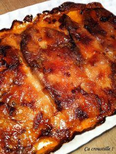 Ça croustille !: GRATIN D'AUBERGINES AU MASCARPONE  - 2 belles aubergines - 250 g de mascarpone - 200 g de purée de tomates concassées - 50 ml de crème liquide - 90 à 100 g de parmesan en copeaux - 1 cuil. à café de thym frais ou séché - 1 gousse d'ail - huile d'olive - sel, poivre du moulin                                                                                                                                                                                 Plus