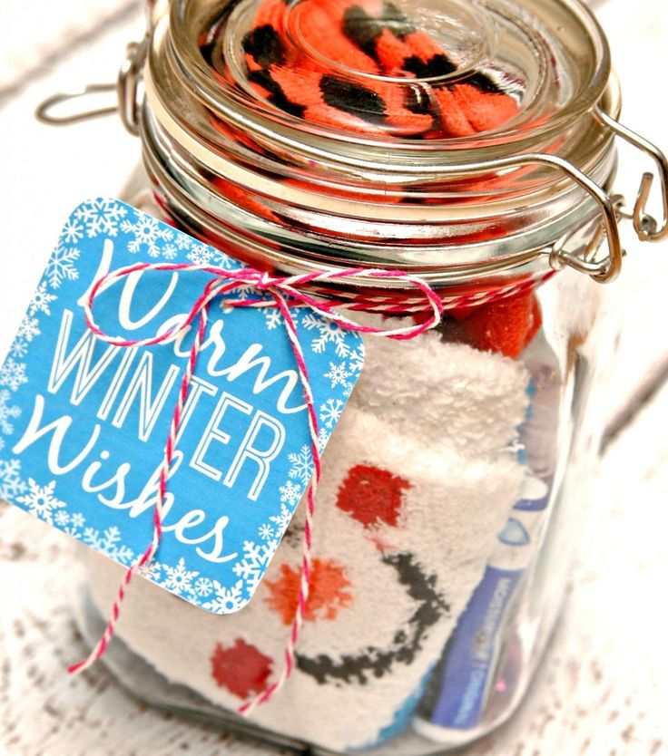 Winter Survival Kit Gift in a Jar - contains everything you need for daily survival of cold winter weather (socks, texting gloves, hand cream, lip balm, hot choc) & a free printable to label it with too!