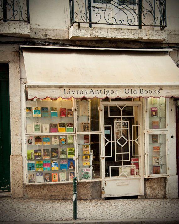 Shop: Livros Antigos / Old Books Bookshop in Lisbon, Portugal