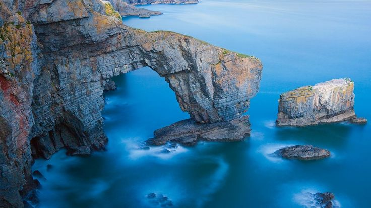 Bing Image Archive: Green Bridge of Wales in Pembrokeshire Coast National Park, Wales (© Billy Stock/Corbis)(Bing United Kingdom)