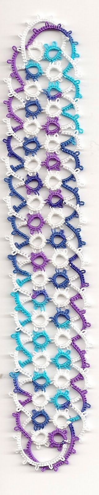 Simple Celtic Knot Bookmark using 4 shuttles Or 2 shuttles with balls. With free pdf pattern download. A Linda S Davies pattern.... *i*