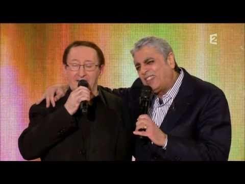 Enrico MACIAS chante en berbère (kabyle), quoi de plus normal.