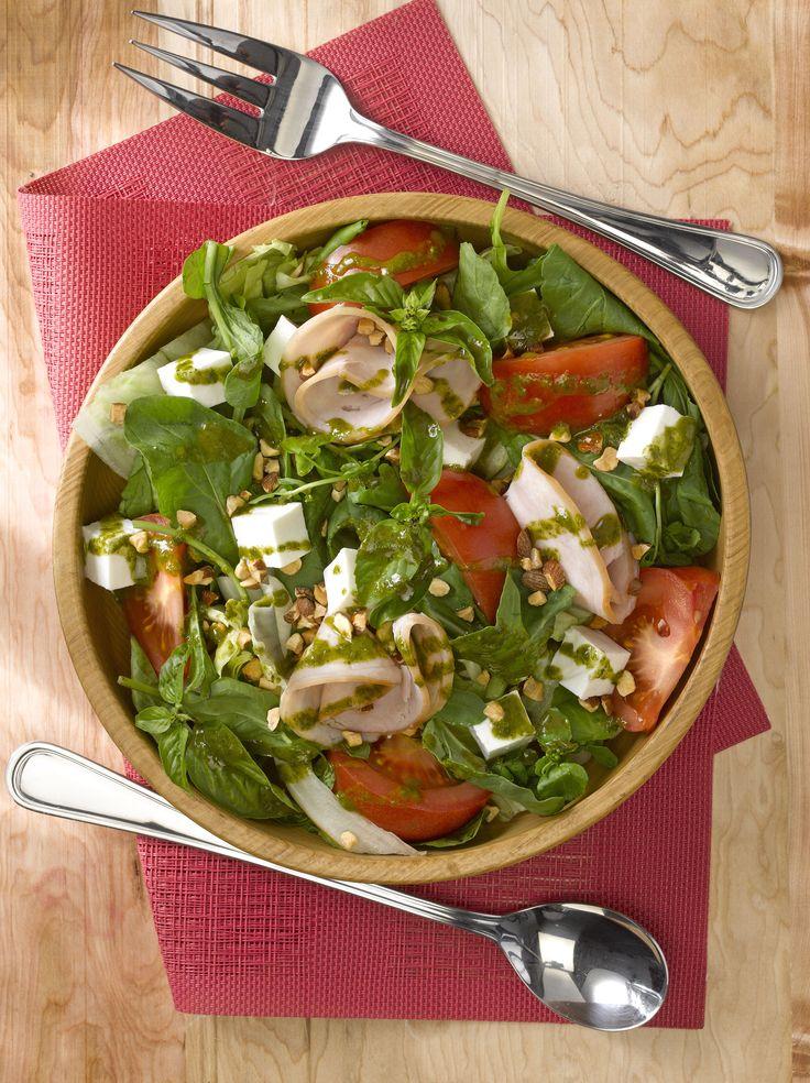 Lo liviano y saludable de una Ensalada de brotes a la italiana, la convierte en una receta ideal para comer algo rápido y delicioso.