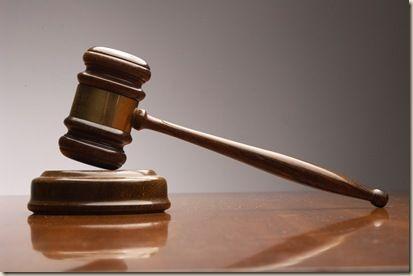 Siete testigos oculares atestiguaron la profanación del cadáver. Los testimonios no daban lugar a dudas. Cuando el juez iba a dictar la sentencia condenatoria, irrumpió en la sala una última declar...