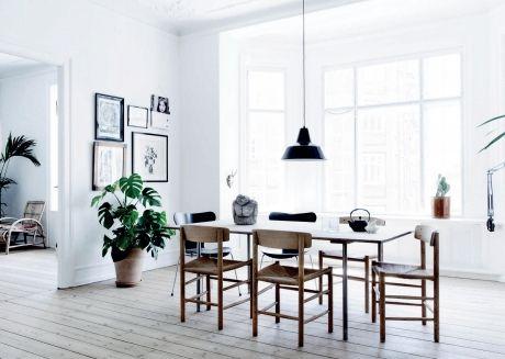 For Karen Maj Kornum, indehaver af designgalleriet Another Ballroom, er det unikke afgørende for den personlige og lidt skæve stil, der kendetegner både hendes firma og den store herskabslejlighed på Frederiksberg, som hun deler med sin mand Aske og børnene Nimbus, Tallulah, Billie og Magnus.
