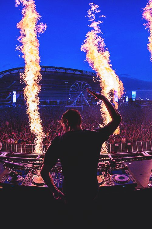 The stage of tommorowland. This is Martin Garrix, the Dutch DJ. I really like his music, the EDM music. It makes me happy and it makes me even more happy if I know that a person like Martin has created it.