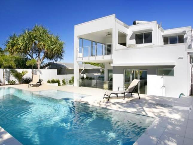Sunshine House Beach - $527 - 4 bed - sleeps 8
