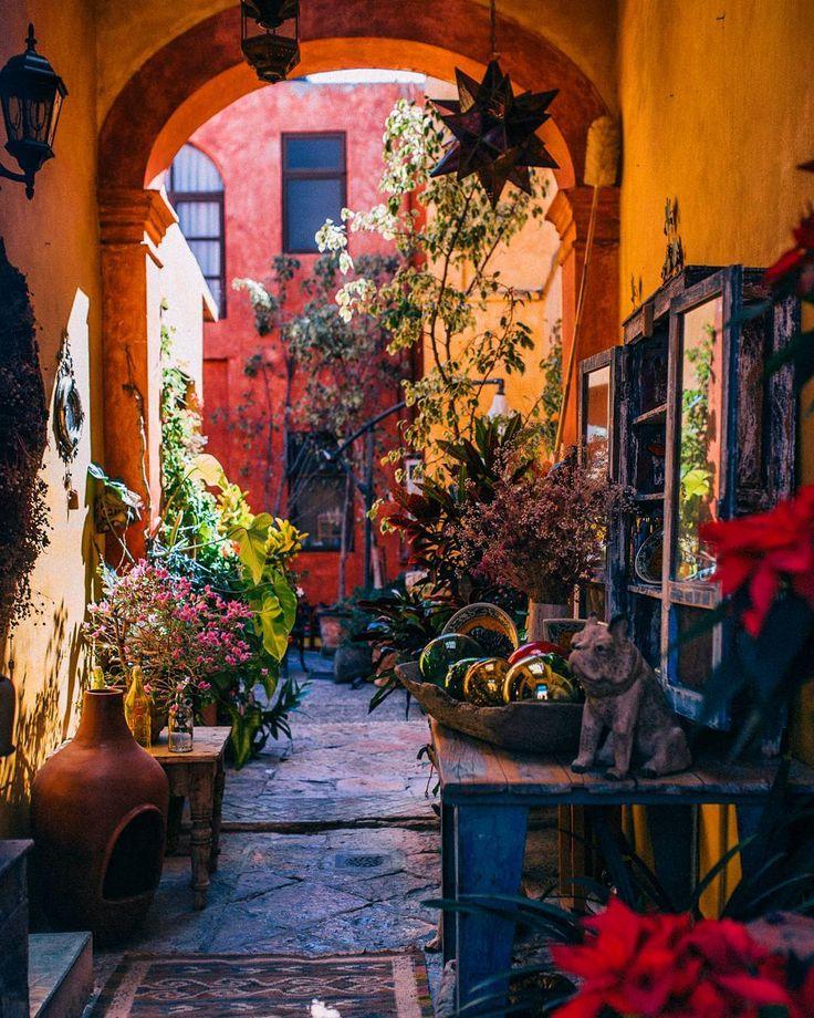 A callejon in Queretaro #queretaro by patricio.javier