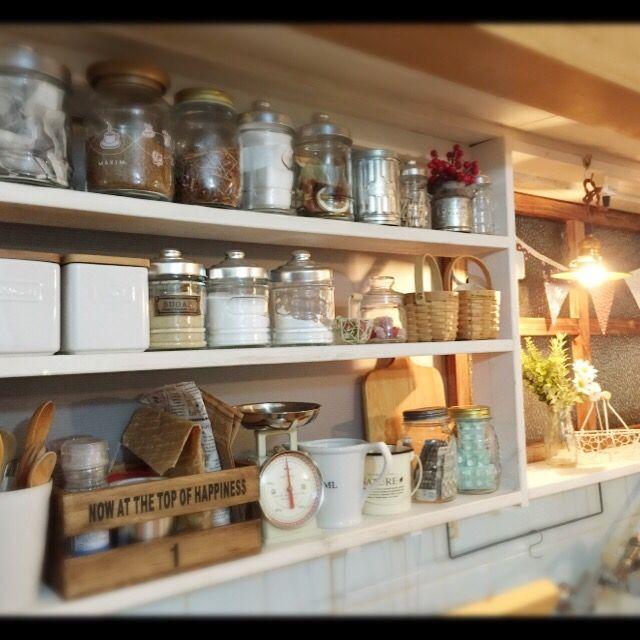 セリア 中古住宅 手作り Diy キッチン収納 窓を利用してmy Shelfをdiy♡ などのインテリア実例