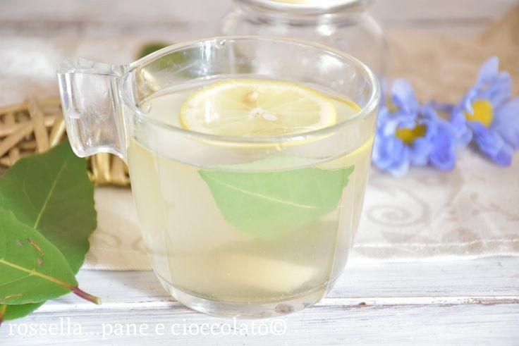 La tisana digestiva alloro e limone in realta' puo' essere una vera e propria bevanda da bere sempre. La consiglio tiepida cosi' ha un'effetto