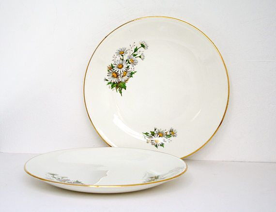 Charming set of two plates with a delicate daisies pattern. Perfect for a spring table decoration !  Those plates are in great condition, no cracks or chips, no scratches. Small imperfections and lacks in the golden border (See last picture.)  ☼-☼-☼-☼-☼-☼-☼-☼-☼-☼-☼-☼-☼-☼-☼-☼-☼-☼-☼-☼-☼-☼-☼-☼-☼-☼-☼-  Diameter : 23,8 cm Height : 2,8 cm Weight : 770 gr  ☼-☼-☼-☼-☼-☼-☼-☼-☼-☼-☼-☼-☼-☼-☼-☼-☼-☼-☼-☼-☼-☼-☼-☼-☼-☼-☼-  I try to sell only great conditions items and will describe every small defaults as best…