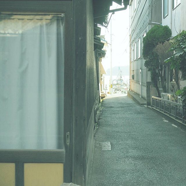 【masaharuuenaga】さんのInstagramをピンしています。 《浦路地シリーズ 海が見える。 . 撮影日:2017.1.1 -- #わりと地元の鞆の浦 #広島 #鞆の浦 #福山 #ぶらり旅 #海 #発見 #OMD #omdem5markii  #instatrip #instatravel  #igersjp #japan_of_insta  #photo_shorttrip #reminiii_fan #travel #we_japan #love_nippon #tokyocameraclub  #ptk_japan #風景 #カメラ #旅に行きたい #プチ旅行 #写真撮ってる人と繋がりたい  #写真好きな人と繋がりたい #ファインダー越しの私の世界  #ファインダー越しの世界》