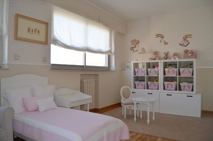 Habitaci n de ni a decorada por chic attique en color for Dormitorio de bebe nina