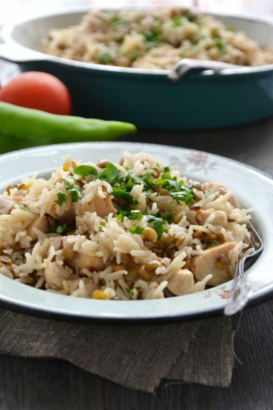 рис Басмати (длиннозерный рис) - 1,5 ст. зеленая чечевица - 1,5 ст. филе курицы - 1 кг лук - 1 большая головка или 2 небольшие чеснок - 4 зуб подсолнечное масло - 0,5 ст. кипяток - 6 ст. соль - по вкусу