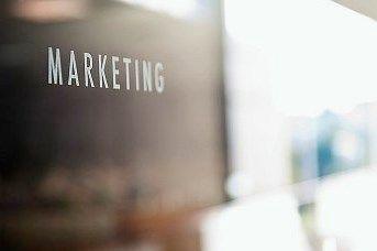 Affilliate marketing is een onderdeel van internetmarketing. Internetmarketing is belangrijk als je winkel online activiteiten heeft. Met affilliate marketing leer je op een simpele manier hoe je met marketing technieken een extra zakcentje kan bijverdienen door simpel een website op te zetten, bezoekers te trekken, en deze bezoekers om te zetten in kopers. http://www.cursuslog.nl/cursus-affilliate-marketing/