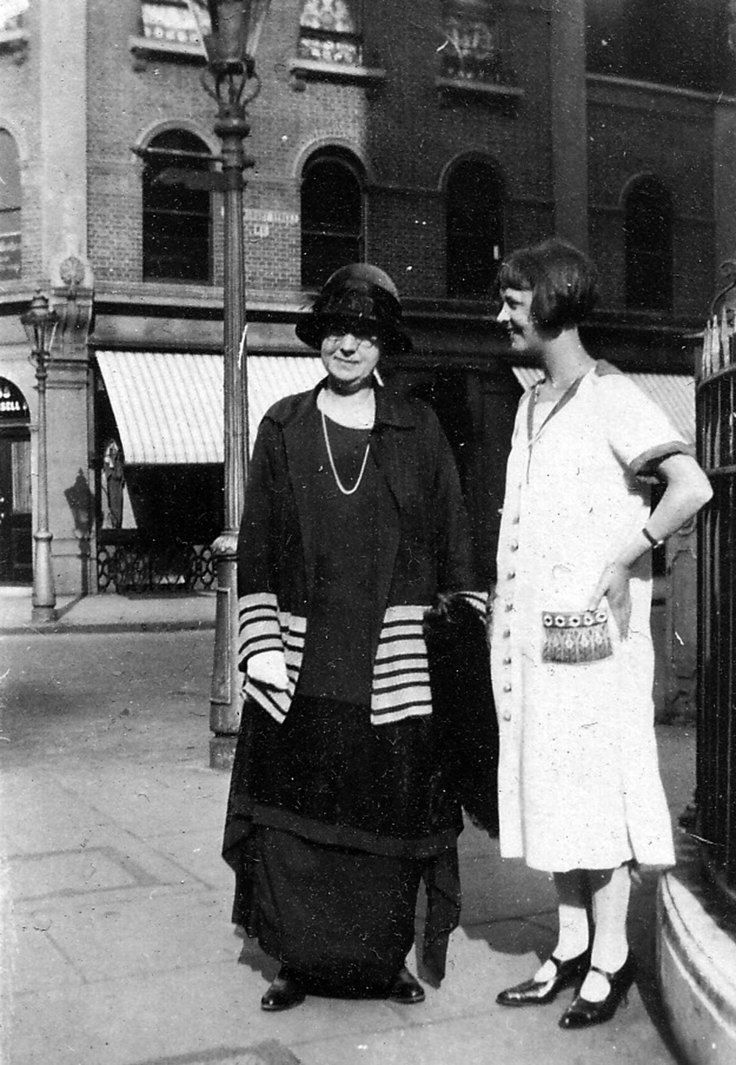 Mother and daughter | London | 1926 | Via: flickr.com