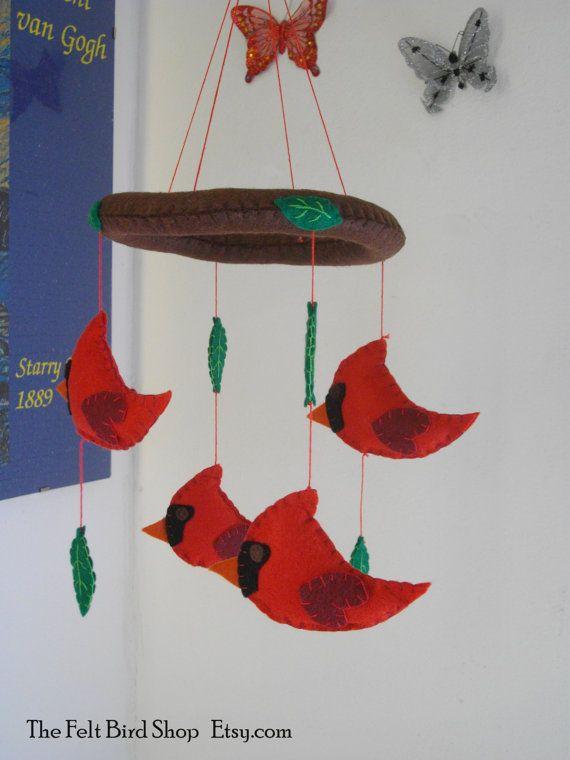 Giostrina con Cardinali e Foglie in feltro. di TheFeltBirdShop