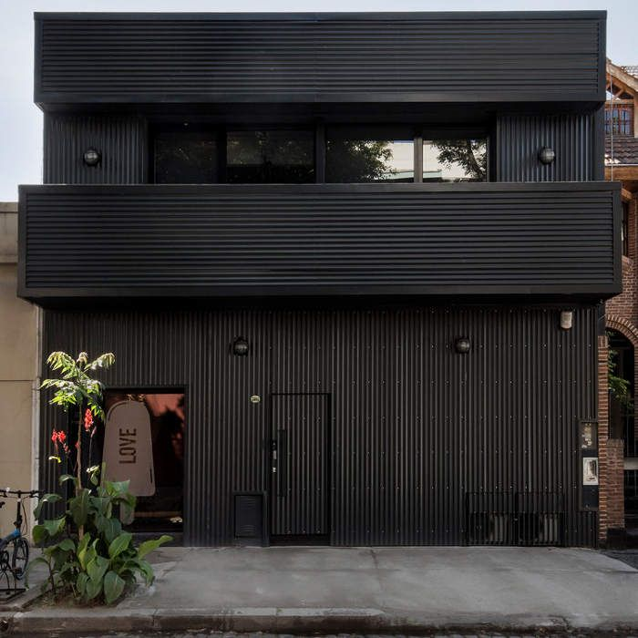 188 best black houses images on pinterest black house outdoor life and outdoor living