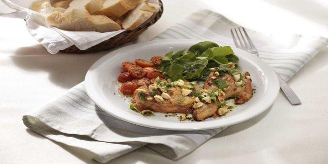 Trutros de Pollo Asados con Almendras y Menta, una Receta sencilla, deliciosa y diferente.  Estos son los ingredientes y el modo de preparación paso a paso.