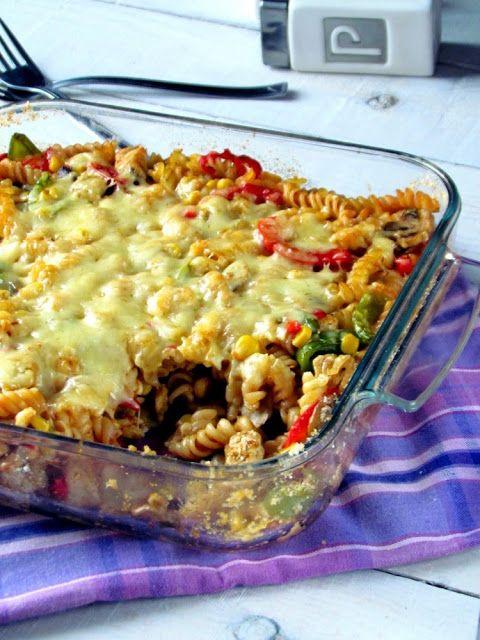 Smacznie w kuchni: Zapiekanka makaronowa z kurczakiem i pieczarkami