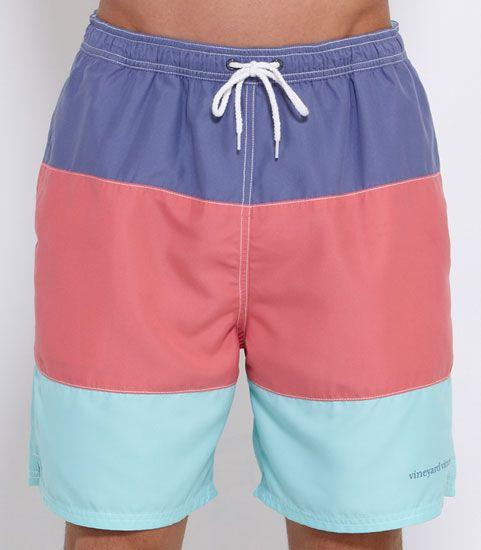 Bonito traje de baño (pretty swim trunks)