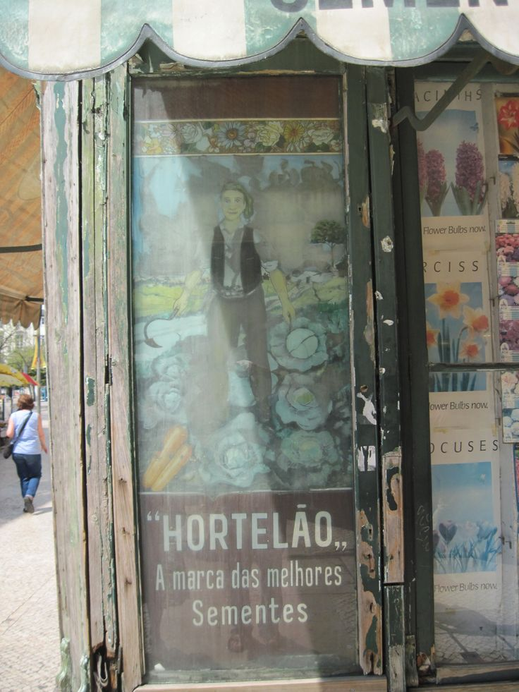 Impressionist like affiche to advise seeds and plants.. where alse than in Lisbon?  Hortelao shop in Rossio Square