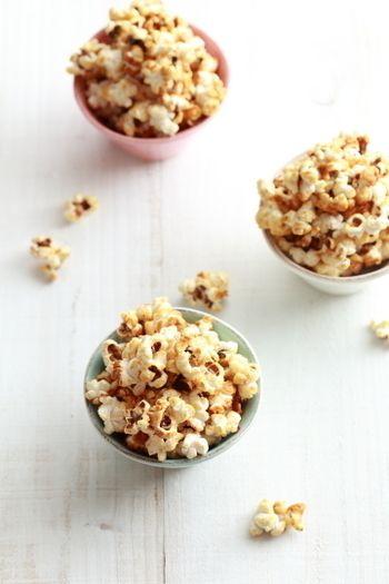 映画館でお馴染みのあの味、実はお家でも作れます。ポップコーンのはじける様子も楽しいので、お子様と一緒に作ってもいいですね。