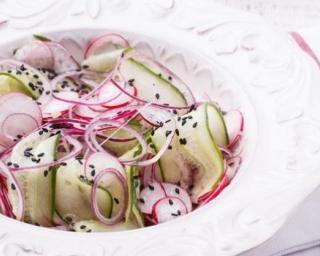 Salade minceur festive de crudités à la japonaise : http://www.fourchette-et-bikini.fr/recettes/recettes-minceur/salade-minceur-festive-de-crudites-la-japonaise.html