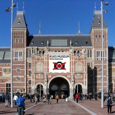 http://www.journal-du-design.fr/art/photos-interdites-au-rijksmuseum-damsterdam-67141/  LeRijksmuseum à Amsterdam vient, ni plus ni moins, d'interdire les photos dans ses galeries, fini les centaines de perches à selfie, les milliers de visit ils distribuent des carnets de croquis à l'entrée