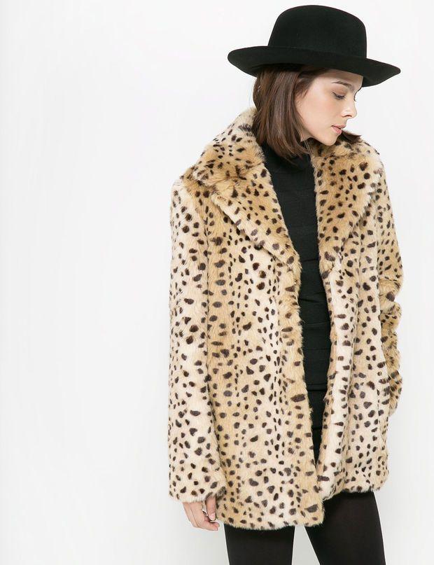Le manteau fausse fourrure Manteau léopard en fourrure synthétique, Mango, 89,99 €.