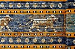 Detalle .Fotografía de la puerta, ruinas de Babilonia (1932).