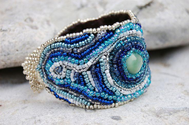 Blue bead embroidery bracelet, Blaues Perlenarmband, bead-it-up bei DaWanda