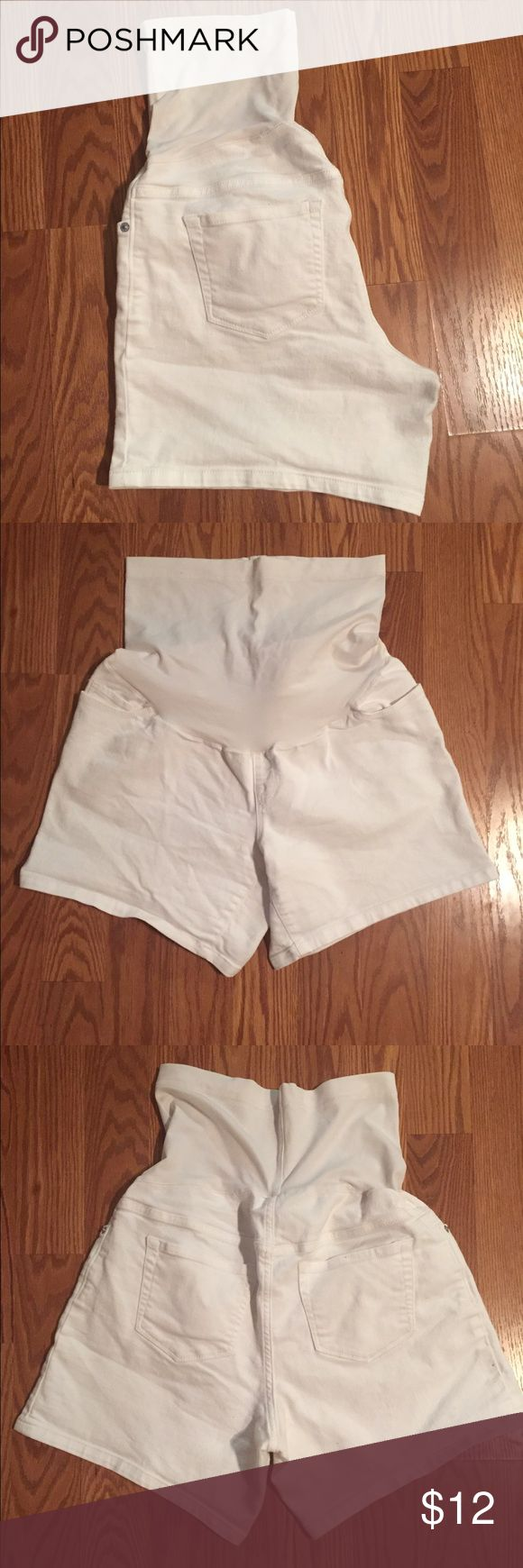 Women's Maternity Shorts Women's Maternity Shorts in white. Very comfortable and lightly worn. No stains or wear or tear. Liz Lange Shorts Jean Shorts