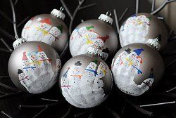 21 Simple Christmas Crafts for Kids, snowman family handprint ornaments! totally doing
