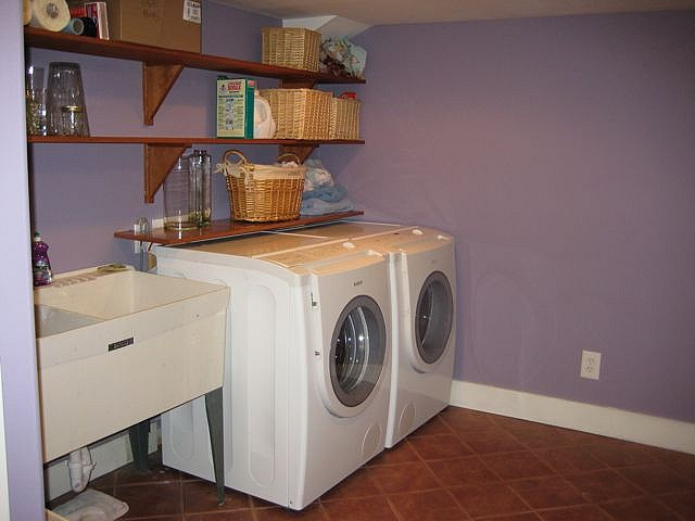 Purple Laundry Room. Use leftover paint from my closet?