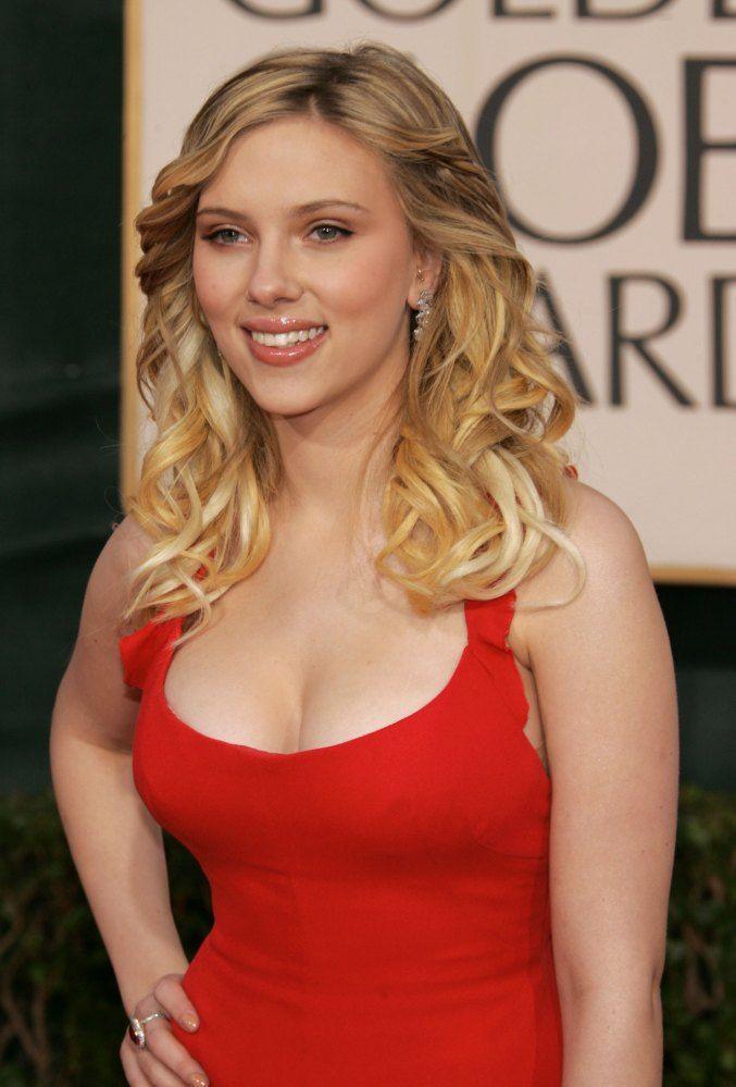 Scarlett Johansson in Valentino: Scarlett Johanssen, Scarlett Johansson, Scarlett Johannson, Red Dresses, Scarlettnm 13 Jpg, Celebs, Johansson Stunning, Celebrity Styles, Scarlett Johanson