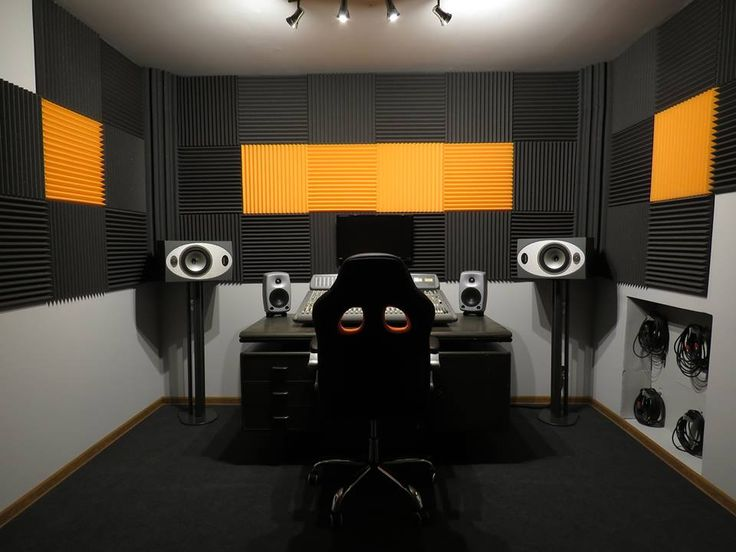 Zapraszamy zespoły i solistów na sesje nagraniowe oraz próby w studio nagrań z niepowtarzalną atmosferą i profesjonalnym podejściem do nagrań! Narocz Studio to nieduże studio nagrań i sala prób o powierzchni 50 m2, miła i domowa atmosfera, wykwalifikowani i doświadczeni realizatorzy oraz dobry sprzęt. Brytyjskie brzmienie dzięki 48 kanałowej analogowej konsolecie Soundtracs z lat 90