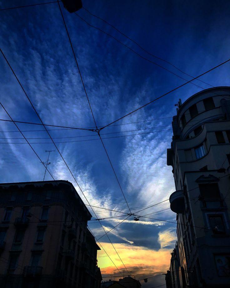 Good Night 🏢☀️🏬🤳🏻🚶🏻 #photomilan #photographer #photoafternoon #live #beautifulday #hotday #sun #cloud #sky #cloud #sunset #like4follow #ilovephoto #mypassion #followme #followers #sunsetmilan @igersmilano @_photo_milano_ #walking #street #location #PiazzaArgentina #viaantoniostradivari #like #socialnetwork #pinterest #instagram #tumblr #twitter