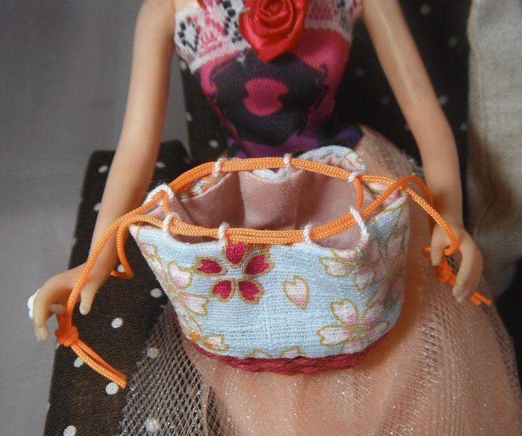 和風 籠バッグです。 小さな籠から編んで作っています。