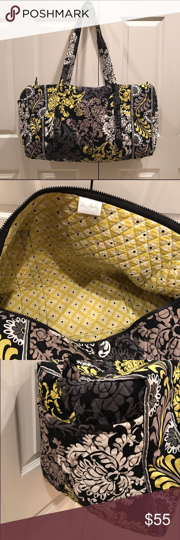 Vera Bradley Large Travel Duffle Bag Vera Bradley Large Travel Duffle Bag!  Excellent condition. Very soft material and perfect for travel. There's a large side pocket on the outside of the bag. Zip-top closure. Vera Bradley Bags Travel Bags