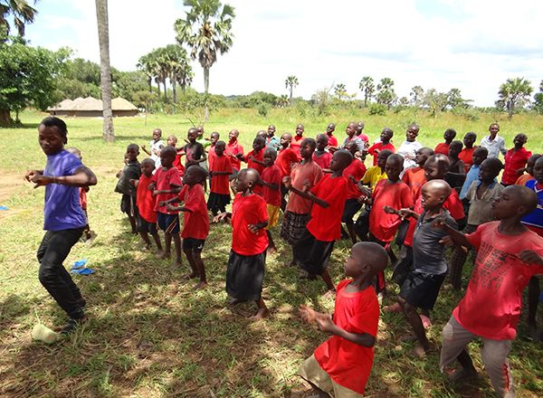 FC Uganda - a volunteer teaching children to dance.