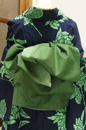 手織りのサマーウールの生地を贅沢に使って、どこかイノセントな愛らしさとノスタルジックな風情を楽しめる大人兵児帯です。