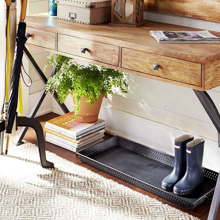 Rest your wet and dirty boots or shoes on our boot tray and help save the floor from clutter and stains. Handsome, powder-coated iron tray has  convenient carry handles that help make it easy to move to heavily trafficked areas—inside the door, mud room or garage.