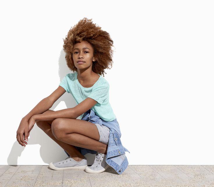 夏の太陽や青空の下、ネオンカラーのョーツやTシャツ、そしてフローラル柄などの様々なスタイルのドレスが夏らしいデザインで展開します。キッズのアクティブなサマーシーズンにぴったりのアイテムを豊富に取り揃えています。 【Kids Girl】 デニムジャケット/ID:197696 ※一部限定店舗での取扱い ソリッドTシャツ/ID:197425 ※一部店舗取扱いなし デニムショートパンツ/ID:197284 http://www.gap.co.jp/browse/subDivision.do?cid=84528