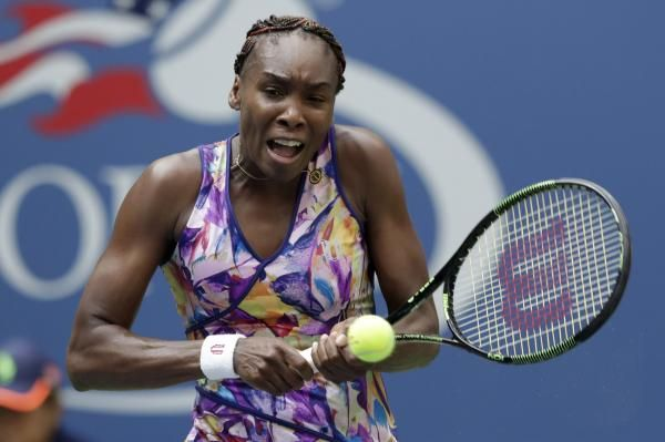 Top-seeded Angelique Kerber of Germany and 11th-seeded American Venus Williams advanced with third-round victories.