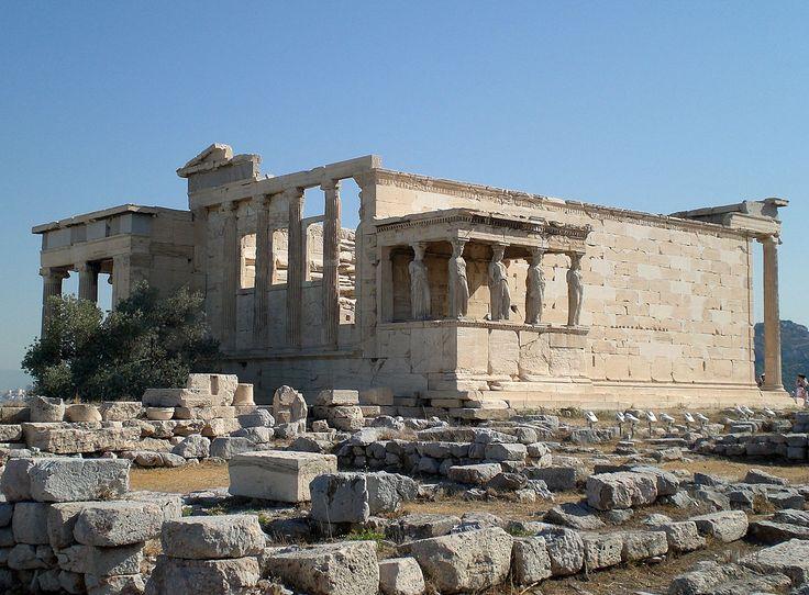 ERETTEO Questo tempio ionico anfiprostilo è sempre in onore alla dea Atena,ma è legato ad un periodo più arcaico.Qui si sarebbero svolte varie vicissitudini tra Atena,Poseidone e Cecrope.