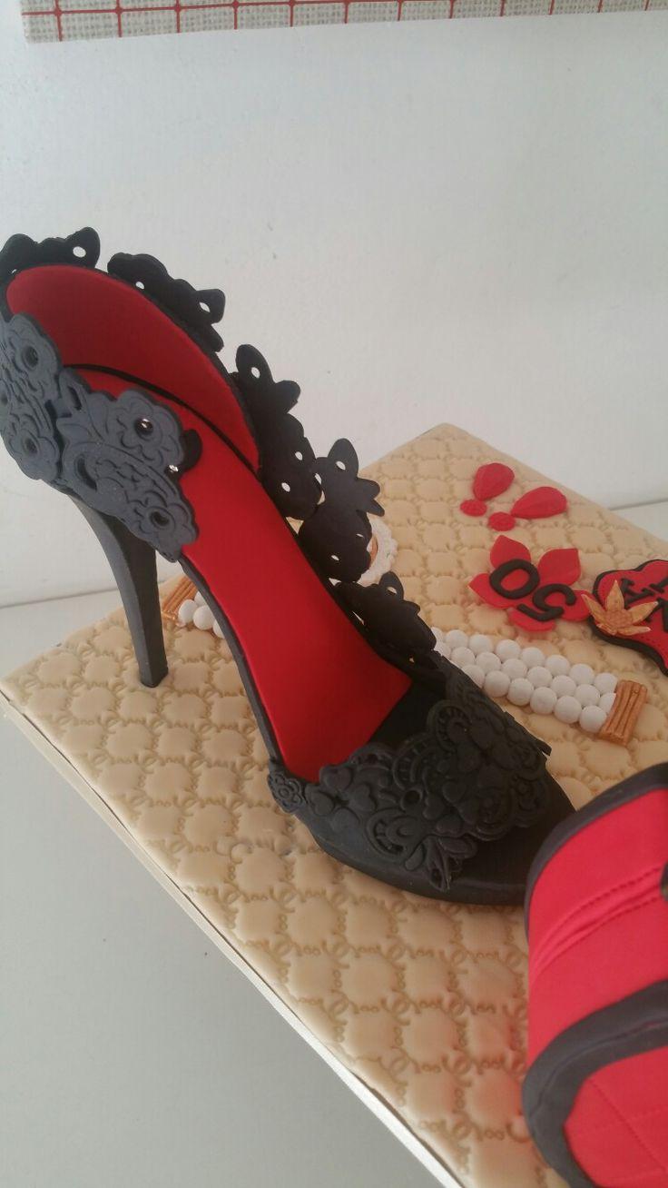 high heel cake...chanel torta stiletto