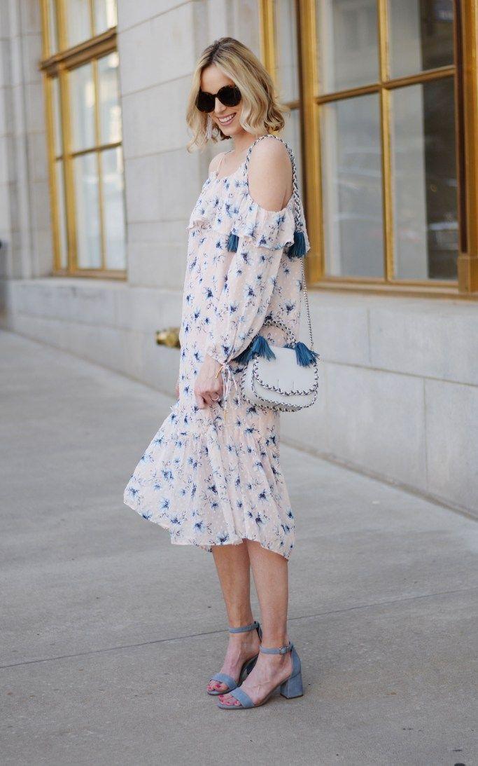 Easter снаряжения идеи, румяна от плеча цветочных платьев, синие сандалии, Ребекка Минофф кисточки мешок