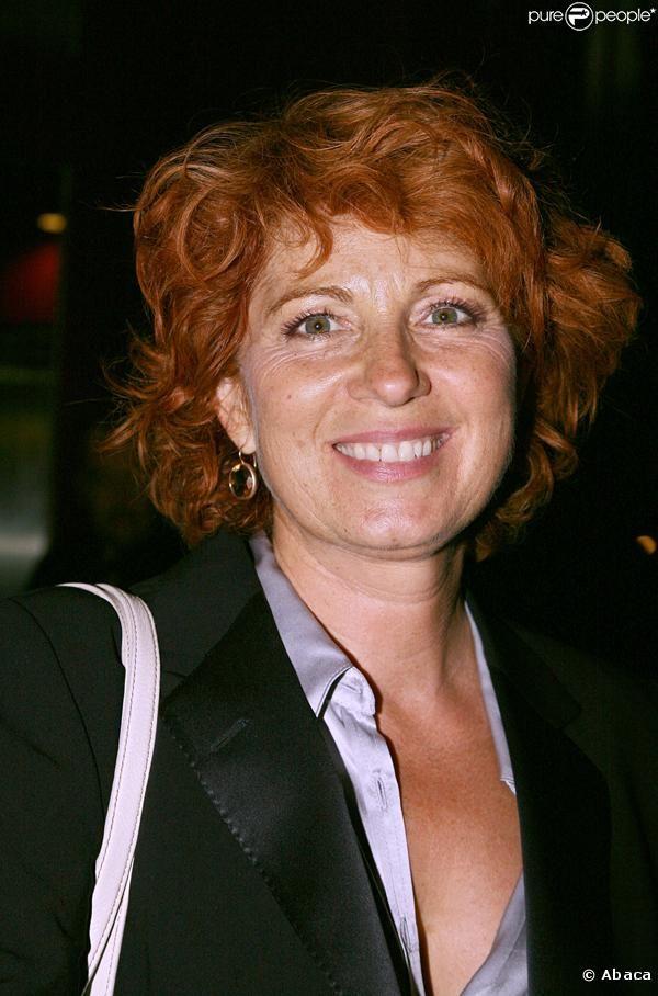 Véronique Genest, de son vrai nom Véronique Raymonde Marie Combouilhaud, est une comédienne française, née le 26 juin 1956 à Meaux (Seine-et-Marne)[1].
