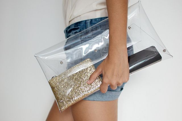 DIY: transparent clutch bag